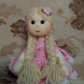 Куколка со светлыми волосами