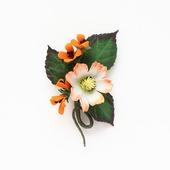 Мини-брошь с цветами белый оранжевый зеленый