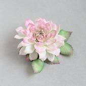 Брошь цветок белая розовая георгина