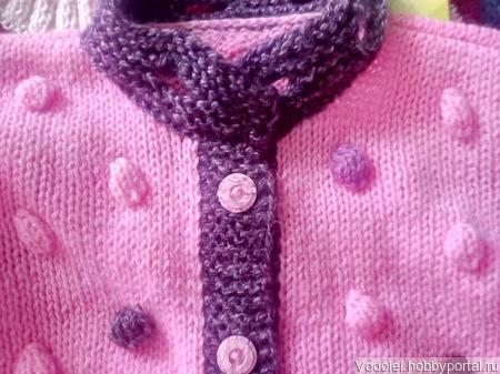 Кофточка розовая с шишечками на пуговицах для девочки ручной работы на заказ