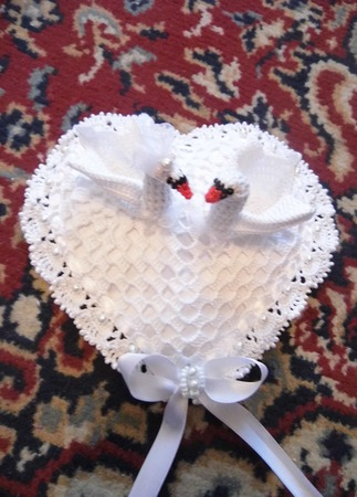 """Свадебная подушечка для колец """"Лебединая верность"""" ручной работы на заказ"""