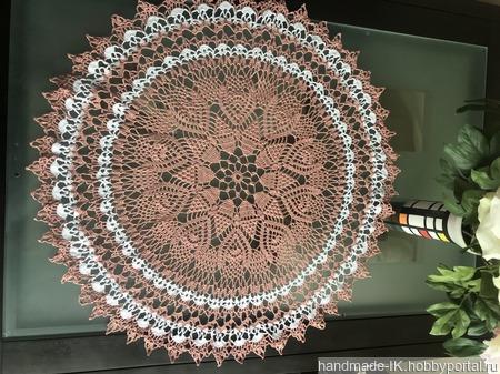 Ажурная скатерть «Клубничный зефир» ручной работы на заказ