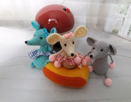 Вязаные игрушки Мыши-Смышарики ручной работы на заказ
