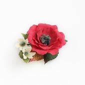 Украшение-брошь яркая красный цветок с цветочками и листьями