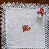 """Декоративная  салфетка с ручной вышивкой """"Нежные розы"""""""
