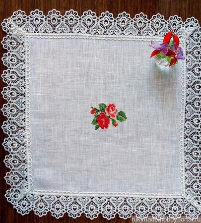 """Декоративная  салфетка с ручной вышивкой """"Нежные розы"""" ручной работы на заказ"""