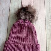 Модная шапка с отворотом и помпоном