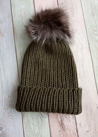 Модная шапка бини с помпоном ручной работы на заказ