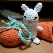 Игрушка амигуруми - Зайчик в морковном домике