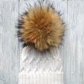 Мягенькая шапка из шерсти и альпаки, с помпоном из натурального енота