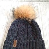 Шерстяная шапка с помпоном из натурального меха