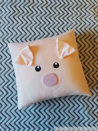 Плюшевая подушка-игрушка свинка мистер Хрюк ручной работы на заказ