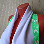 """Белый палантин ручной работы из ткани """"Зеленая лужайка"""" модель 2"""