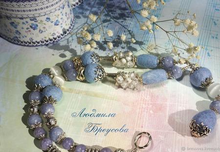 Валяное колье Небесно-голубое ручной работы на заказ