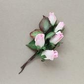 Брошь розовые розочки, бутоны роз с листьями