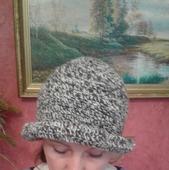 Шапка-шляпка женская, вязаная крючком