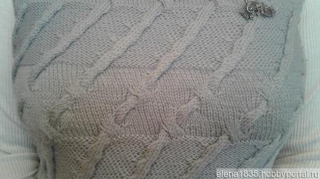 Жилетка женская теплая, вязанная спицами ручной работы на заказ
