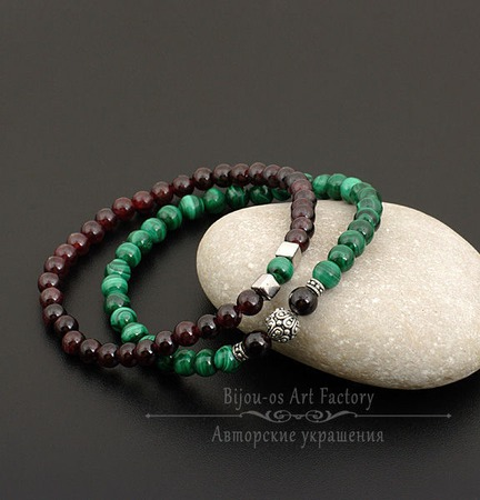 Комплект браслетов на резинке натуральный малахит/гранат/серебро ручной работы на заказ