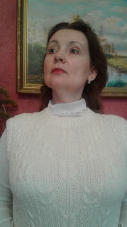 Жилетка женская теплая, связанная спицами ручной работы на заказ