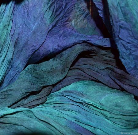 Шарф изумрудно фиолетовый с серым большой жатый шёлковый ручной работы на заказ