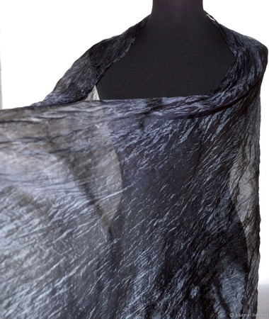 Темно серый шелковый шарф ручной работы на заказ