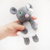 Мышка в белом платье вязаная плюшевая игрушка
