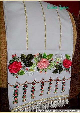 Вышитый лентами рушник-божник для икон ручной работы на заказ
