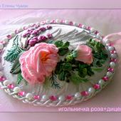 Игольница вышитая лентами с розой и дицентрой