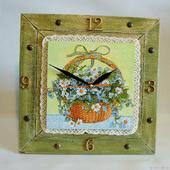 """Часы настенные в деревенском стиле """"Корзина с ромашками"""""""
