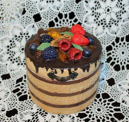 """Шкатулка для украшений """"Шоколадный торт"""" ручной работы на заказ"""