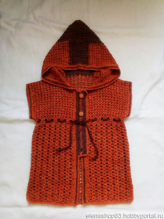 Вязаные жилеты с капюшоном ручной работы на заказ