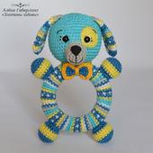 Собачка Кругляш - погремушка на деревянном кольце, вязанная крючком