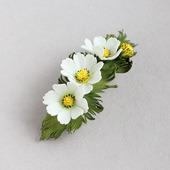 """Заколка с белыми цветами и брошь """"Космея"""""""