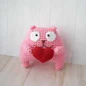 Котик-валентинка вязаный