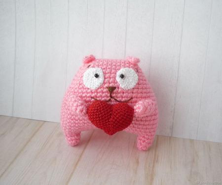 Котик-валентинка вязаный ручной работы на заказ