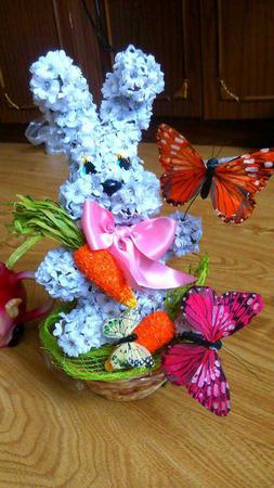 Цветочный Зайка из искусственных цветов ручной работы на заказ