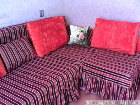 Подушка вышитая с розами ручной работы на заказ