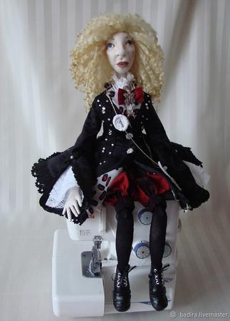 Скульптурно-текстильная кукла Вика ручной работы на заказ