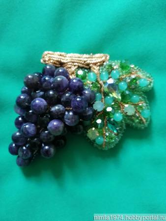 """Брошь """"Виноград"""" с натуральными камнями ручной работы на заказ"""