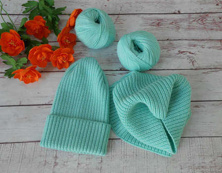 Комплект шапка + снуд цвета мяты ручной работы на заказ