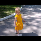 Платье с воланами, вязаное крючком