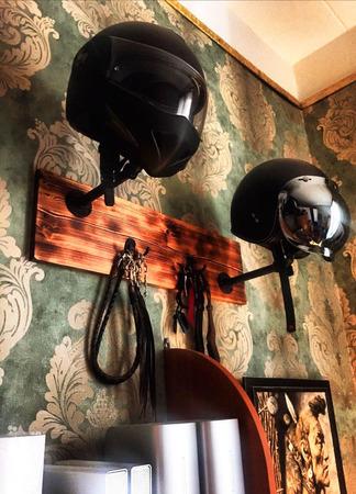 Вешалка для авто/мото шлема ручной работы на заказ