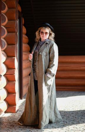Льняное пальто цвета хаки ручной работы на заказ