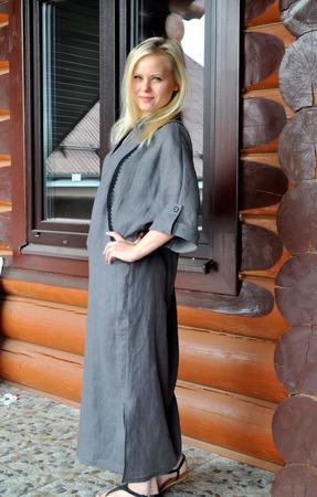 Платье изо льна прямое макси цвет графит ручной работы на заказ