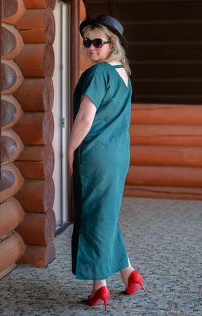 Льняное платье с вырезом на спине ручной работы на заказ