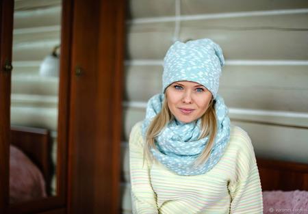 Комплект шапка, снуд из объемного вязаного трикотажа ручной работы на заказ