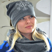 Комплект шапка бини с вышивкой снежинка и снуд в два оборота