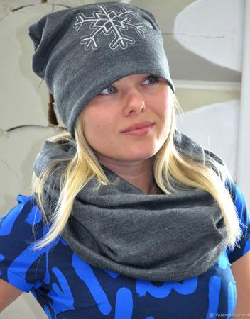 Комплект шапка бини с вышивкой снежинка и снуд в два оборота ручной работы на заказ