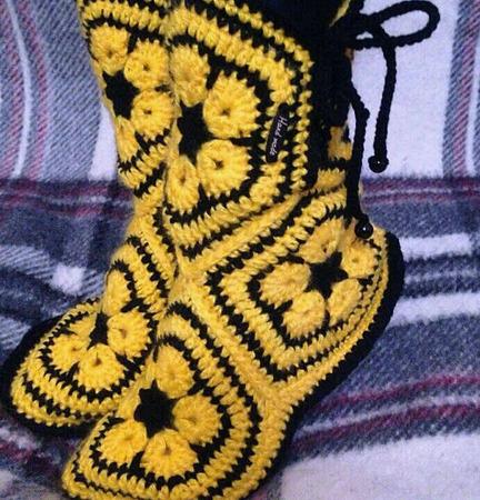 Вязаные тапочки-сапожки для дома ручной работы на заказ
