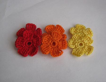 Маленькие цветы вязаные (аппликации, скрапбукинг)-1 ручной работы на заказ